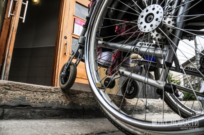Без пандуса инвалиду-колясочнику было трудно попасть в собственную квартиру