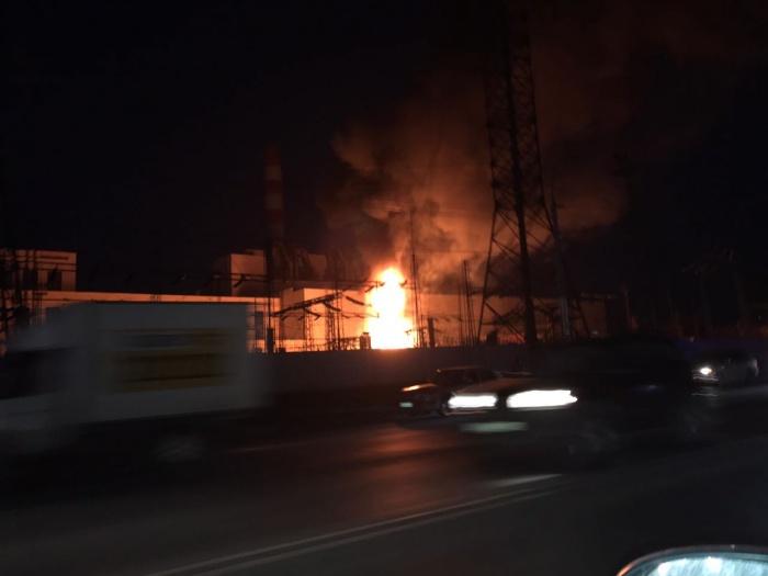 Перед пожаром произошло два взрыва