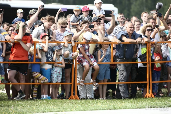 Тысячи зрителей встали в пробки после завершения шоу